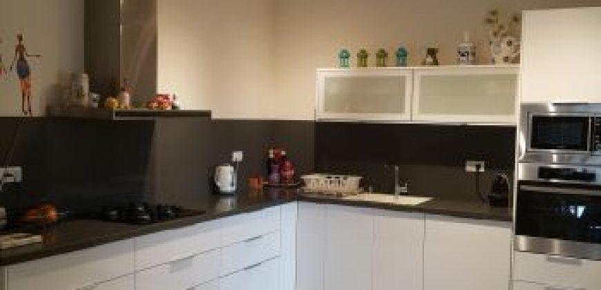 דירה מרווחת למכירה בהוד השרון