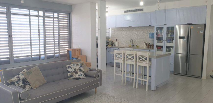 דירת 4 חדרים משופצת למכירה, חולון (אגרובנק)