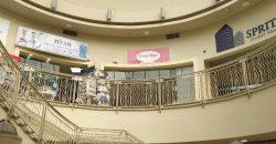 חנות במרכז מסחרי