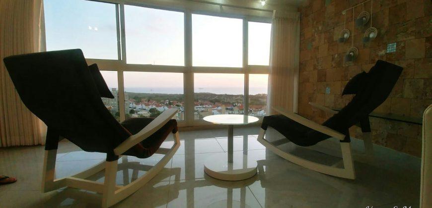 דירה יפיפיה מול הים